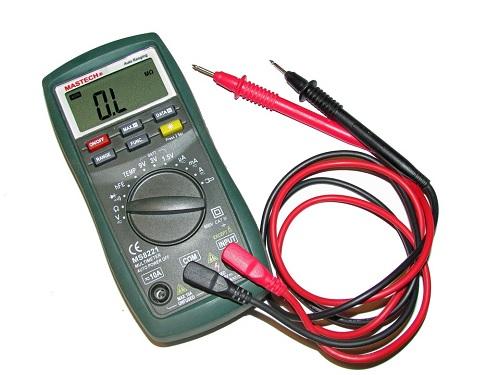 Image for Usando un Multimetro, se puede medir corriente y voltaje en un circuito vivo y de manera directa, pero no se puede medir la resistencia.